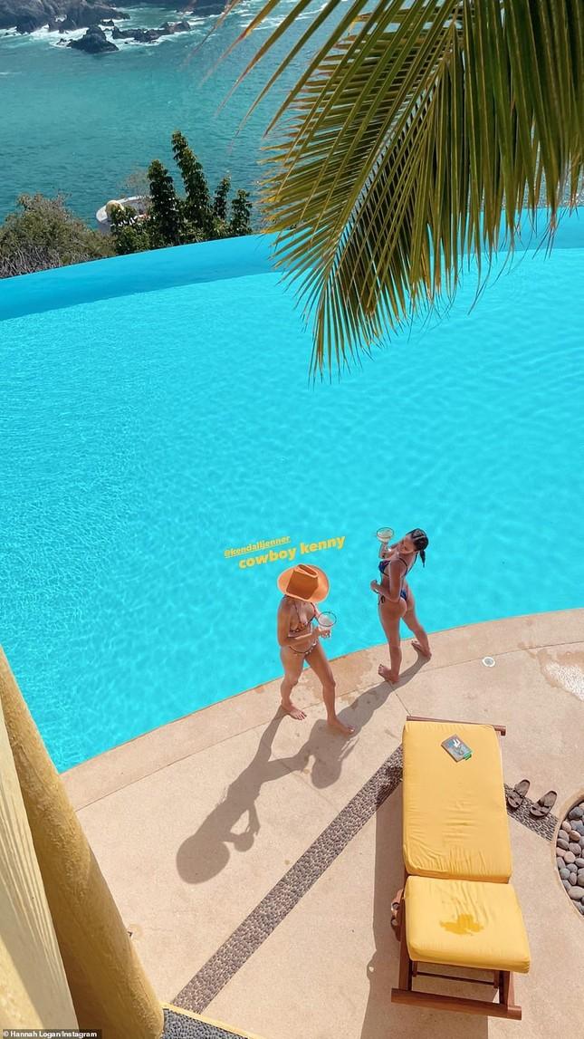 'Siêu mẫu đắt giá nhất thế giới' khoe dáng tuyệt mỹ với bikini ảnh 5