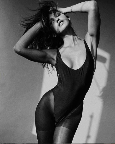 Gigi Paris khiến cánh mày râu mê mẩn với loạt ảnh áo tắm siêu nóng bỏng ảnh 1