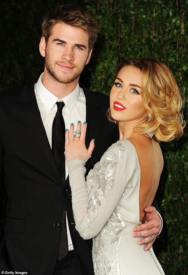 Miley Cyrus không nội y táo bạo ra phố ảnh 6