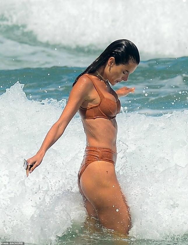 Siêu mẫu Alessandra Ambrosio khoe dáng đẹp như tạc tượng với bikini ảnh 9