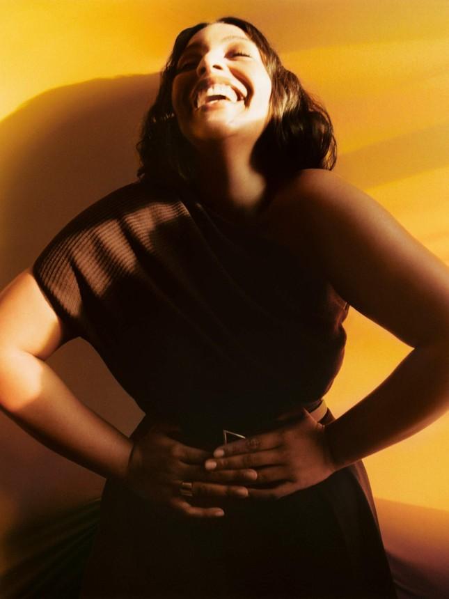 Sắc vóc nóng bỏng của người mẫu ngoại cỡ Paloma Elsesser ảnh 2