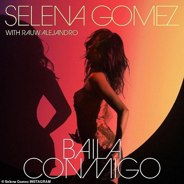 Selena Gomez mặc phong cách không nội y ra phố ảnh 5