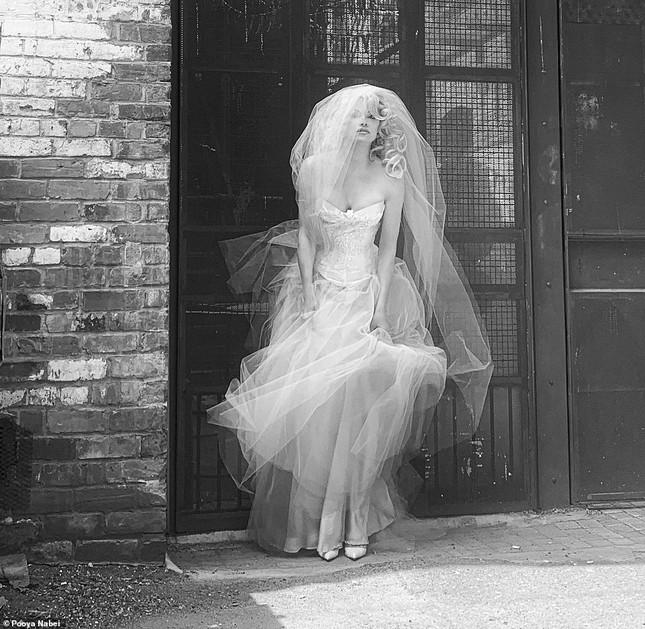 'Biểu tượng gợi cảm' Pamela Anderson kết hôn lần 6 ở tuổi 54 ảnh 4