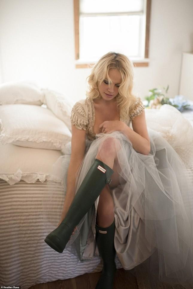'Biểu tượng gợi cảm' Pamela Anderson kết hôn lần 6 ở tuổi 54 ảnh 6
