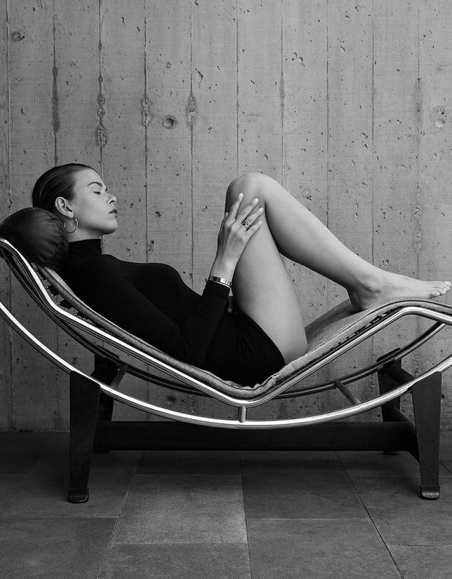 Georgia Fowler chụp ngực trần trên tạp chí, dáng đẹp như tạc tượng gây ngưỡng mộ ảnh 2
