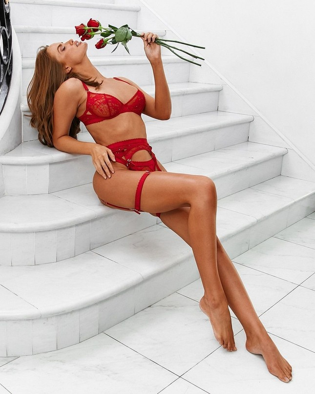 Haley Kalil quảng cáo nội y nóng bỏng gây mê ảnh 1