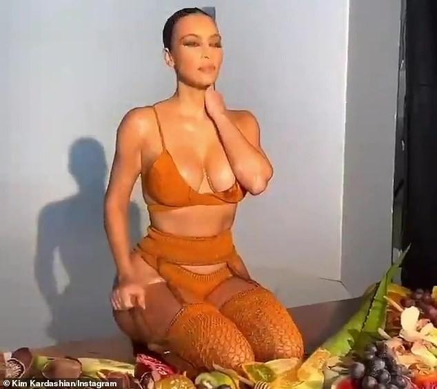 Kim Kardashian mặc nội y khoe đường cong nóng 'bỏng mắt' ảnh 5