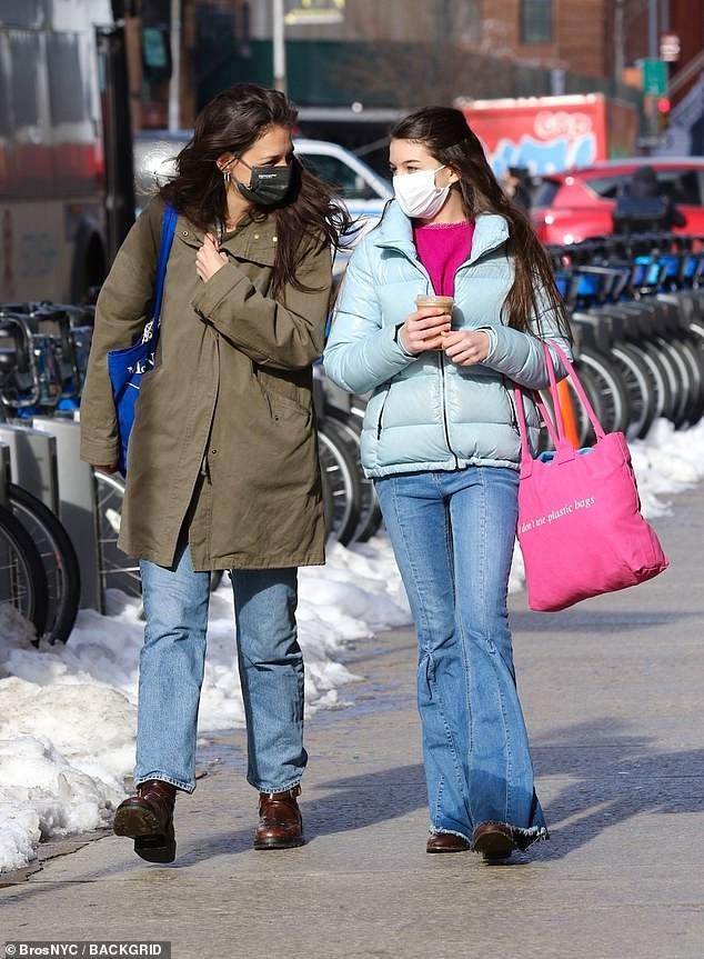 Suri Cruise bước sang tuổi 15 cao gần bằng mẹ Katie Holmes ảnh 2
