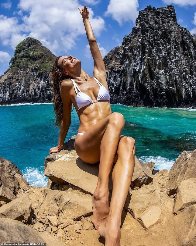 Siêu mẫu Alessandra Ambrosio đẹp như tạc tượng với bikini ảnh 3