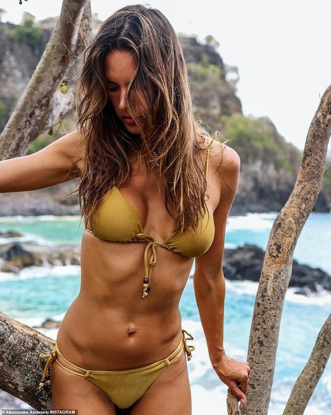 Siêu mẫu Alessandra Ambrosio đẹp ngất ngây với bikini hút hồn phái mạnh ảnh 3