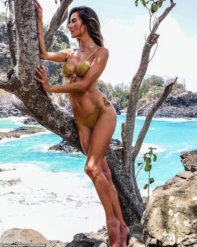 Siêu mẫu Alessandra Ambrosio đẹp ngất ngây với bikini hút hồn phái mạnh ảnh 4