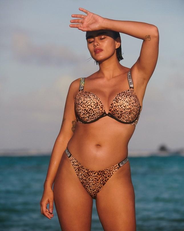 Dàn mẫu khoe vóc dáng nóng bỏng với bikini ảnh 3