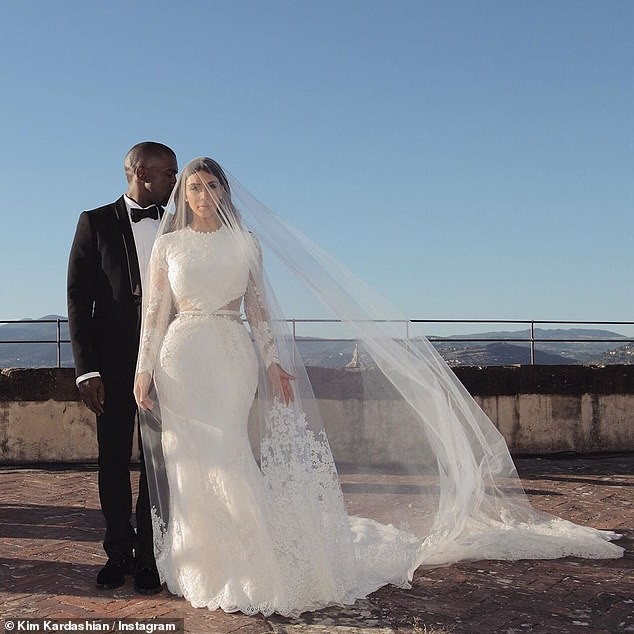 Kim Kardashian đăng bài về bố lên Instagram sau đệ đơn ly hôn: Rất nhiều để nói... ảnh 6