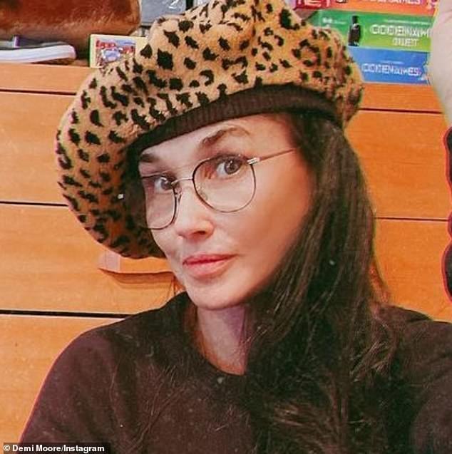 Demi Moore tung ảnh trẻ đẹp ngỡ ngàng ở tuổi 59 sau lộ gương mặt tượng sáp cứng đơ ảnh 2