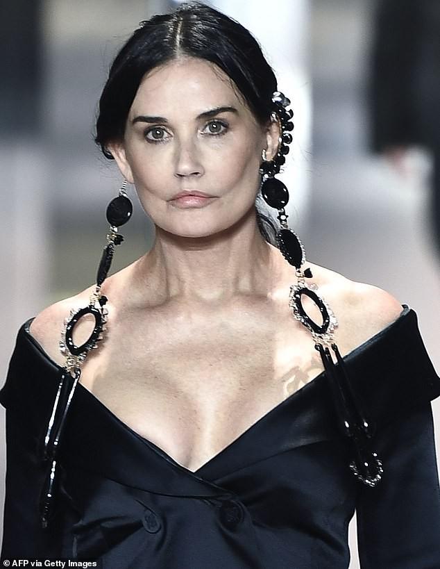 Demi Moore tung ảnh trẻ đẹp ngỡ ngàng ở tuổi 59 sau lộ gương mặt tượng sáp cứng đơ ảnh 3