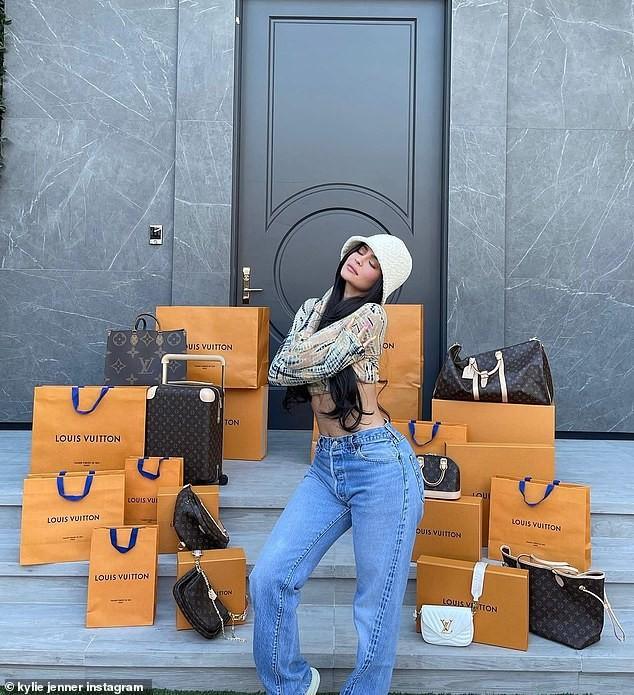 Em gái tỷ phú của Kim Kardashian tung ảnh nóng bỏng ảnh 6