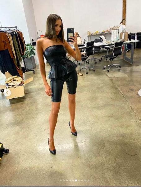 Hoa hậu Hoàn vũ Olivia Culpo gợi cảm 'rực lửa' với nội y ảnh 10