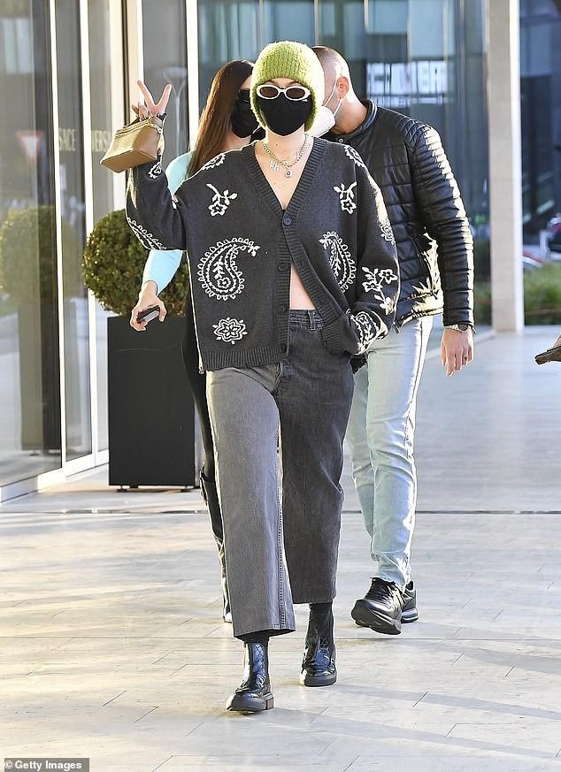 Dàn siêu mẫu đình đám xuất hiện ở 'kinh đô thời trang', đẹp như fashionista trên phố ảnh 3