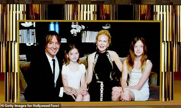 Nicole Kidman hiếm hoi khoe 2 con gái xinh đẹp tại Quả cầu Vàng ảnh 4