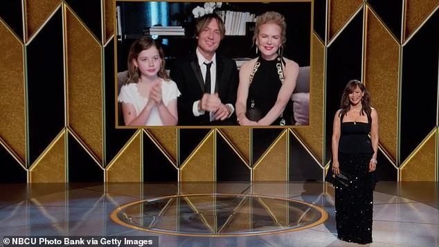 Nicole Kidman hiếm hoi khoe 2 con gái xinh đẹp tại Quả cầu Vàng ảnh 3