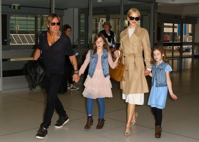 Nicole Kidman hiếm hoi khoe 2 con gái xinh đẹp tại Quả cầu Vàng ảnh 6