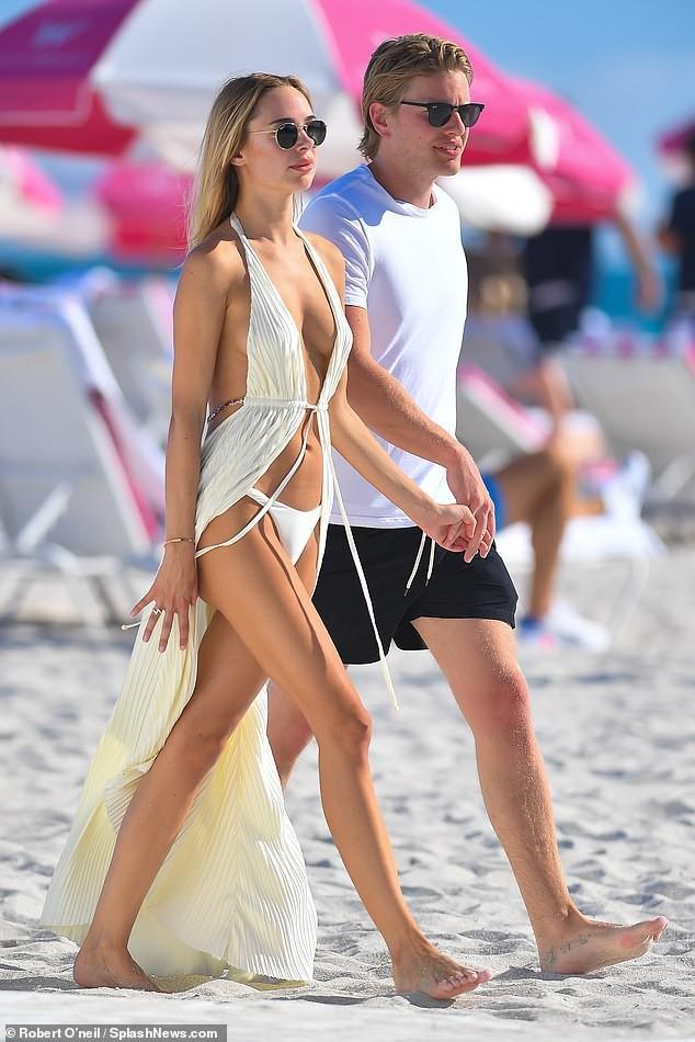 Mẫu áo tắm Kimberley Garner dáng đẹp như tạc tượng với bikini ảnh 12