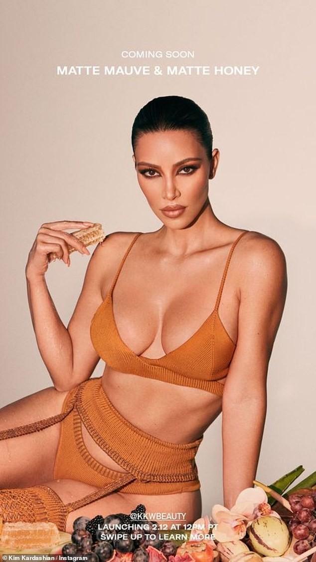 Chị em Kim Kardashian nóng bỏng 'rực lửa' trong show thời trang ảo của Dolce & Gabbana ảnh 3