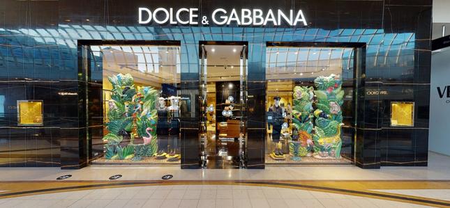 Chị em Kim Kardashian nóng bỏng 'rực lửa' trong show thời trang ảo của Dolce & Gabbana ảnh 13