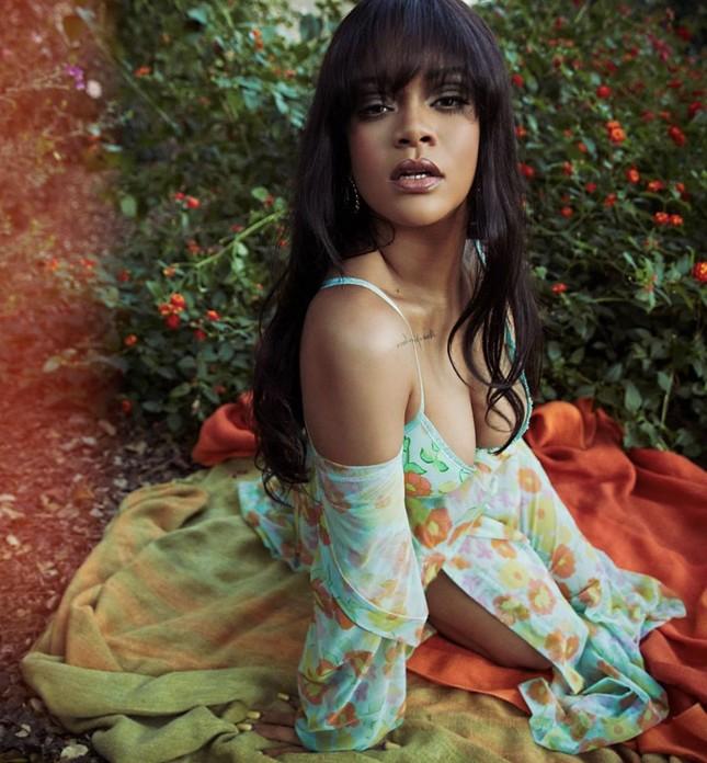 Rihanna làm mẫu bikini cực nóng bỏng ảnh 4