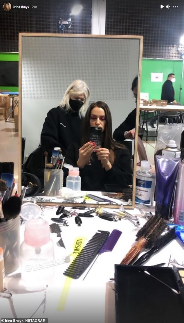 Siêu mẫu Nga Irina Shayk đẹp như nữ thần trên đường băng của Versace ảnh 5