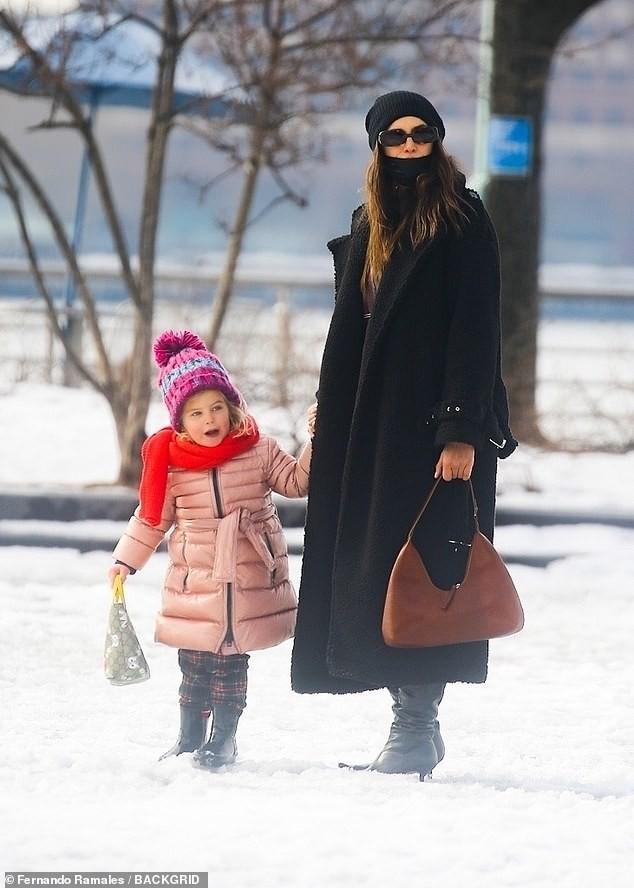 Siêu mẫu Nga Irina Shayk đẹp như nữ thần trên đường băng của Versace ảnh 7