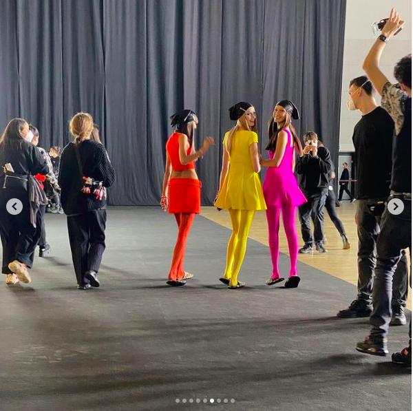Siêu mẫu Nga Irina Shayk đẹp như nữ thần trên đường băng của Versace ảnh 17