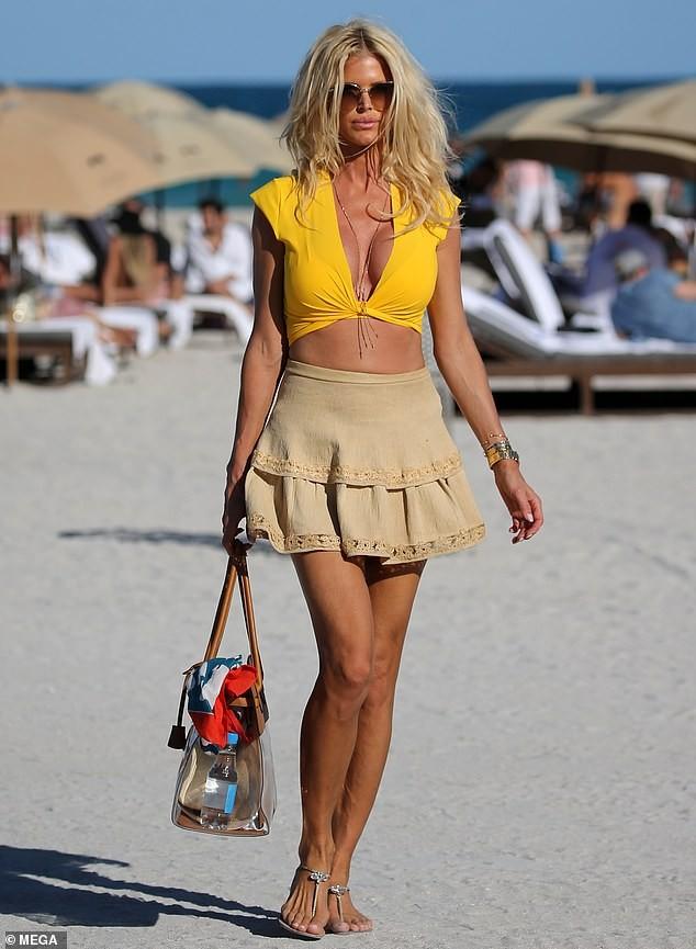Hoa hậu Thụy Điển Victoria Silvstedt khoe dáng 'bốc lửa' ở tuổi U50 ảnh 1