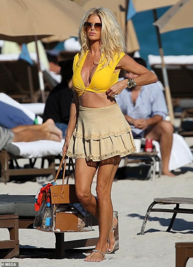 Hoa hậu Thụy Điển Victoria Silvstedt khoe dáng 'bốc lửa' ở tuổi U50 ảnh 5