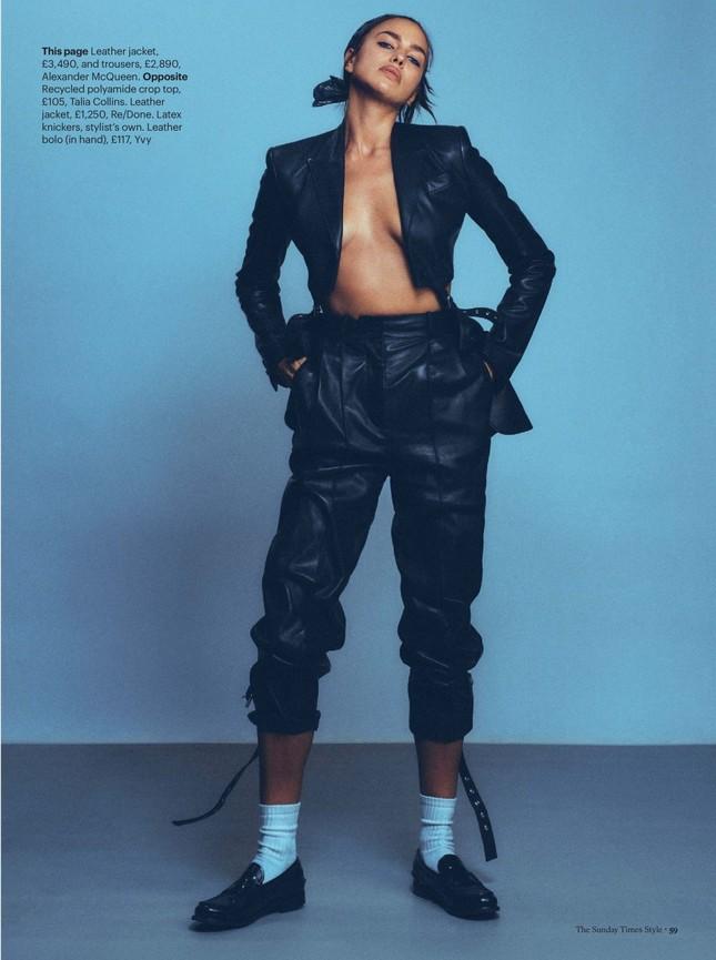 Siêu mẫu Nga Irina Shayk chụp ngực trần nóng 'bỏng mắt' ảnh 2