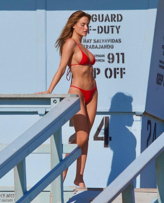 Chân dài 9x Haley Kalil khoe 3 vòng 'vàng' với bikini ảnh 1