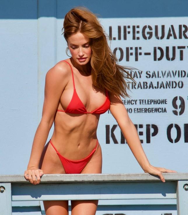 Chân dài 9x Haley Kalil khoe 3 vòng 'vàng' với bikini ảnh 4