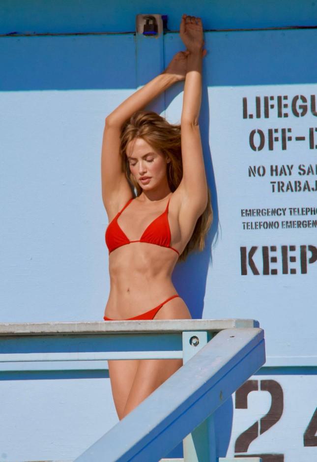 Chân dài 9x Haley Kalil khoe 3 vòng 'vàng' với bikini ảnh 5
