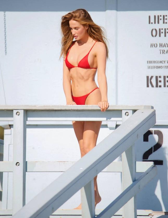 Chân dài 9x Haley Kalil khoe 3 vòng 'vàng' với bikini ảnh 7
