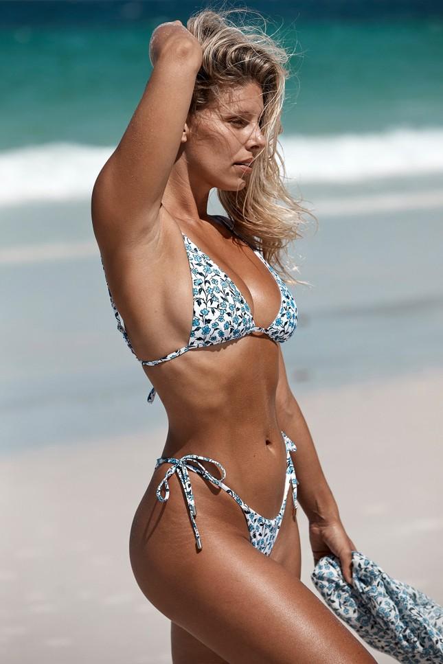 Chân dài 9x khoe body nóng bỏng có chỉ số 3 vòng 'vàng' với bikini ảnh 1