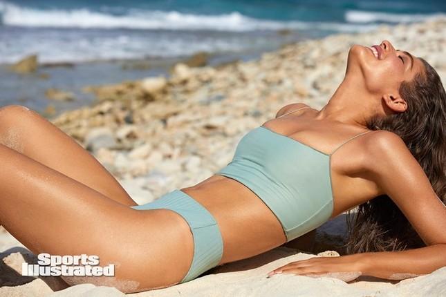 Người mẫu chuyển giới đầu tiên chụp ảnh áo tắm trên tạp chí SI Swimsuit danh tiếng ảnh 5