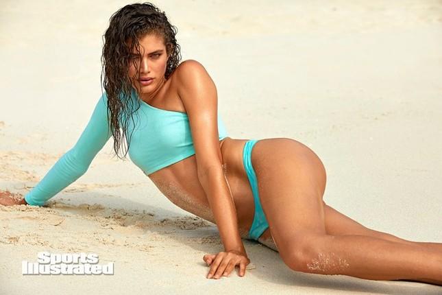 Người mẫu chuyển giới đầu tiên chụp ảnh áo tắm trên tạp chí SI Swimsuit danh tiếng ảnh 6