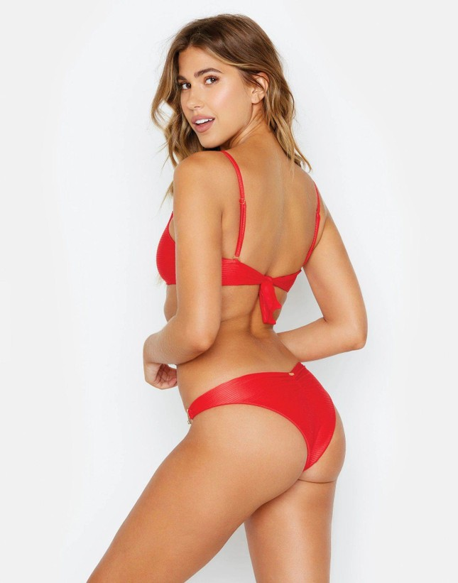 Chân dài 9x Kara Del Toro phô đường cong 'rực lửa' với bikini ảnh 2