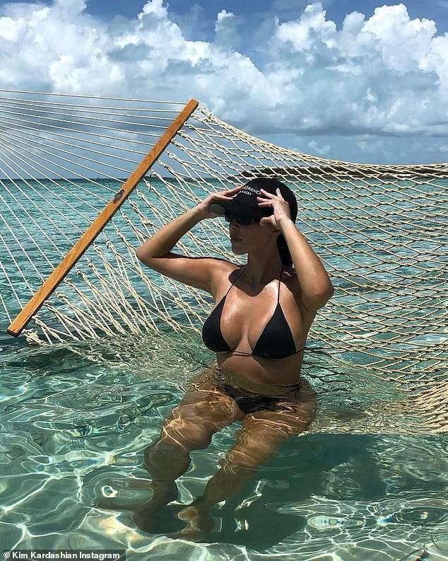Kim Kardashian liên tục tung ảnh gợi cảm, như chưa hề có chuyện ly dị ảnh 4