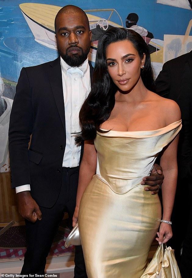 Kim Kardashian liên tục tung ảnh gợi cảm, như chưa hề có chuyện ly dị ảnh 5