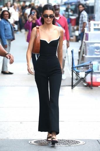Hết bị doạ giết, Kendall Jenner còn bị kẻ lạ đột nhập nhà, tự lột sạch quần áo ảnh 1