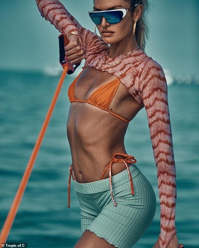 'Thiên thần nội y' Candice Swanepoel đường cong 'siêu thực' với bikini bé xíu ảnh 5