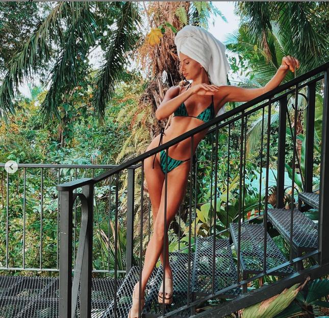 'Thiên thần nội y' Candice Swanepoel đường cong 'siêu thực' với bikini bé xíu ảnh 8