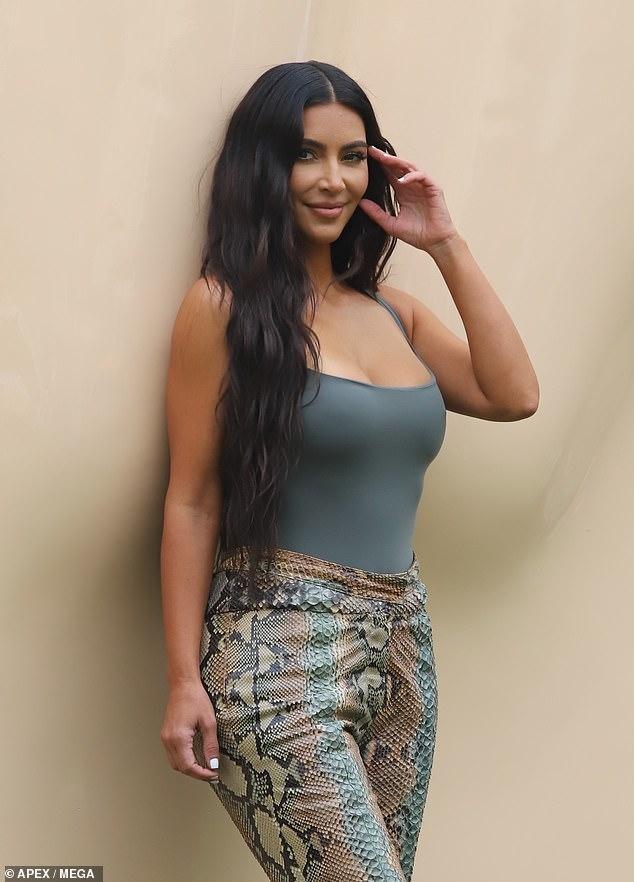 Giữa 'bão' ly hôn, Kim Kardashian vẫn miệt mài kinh doanh và không ngừng đăng ảnh gợi cảm ảnh 1
