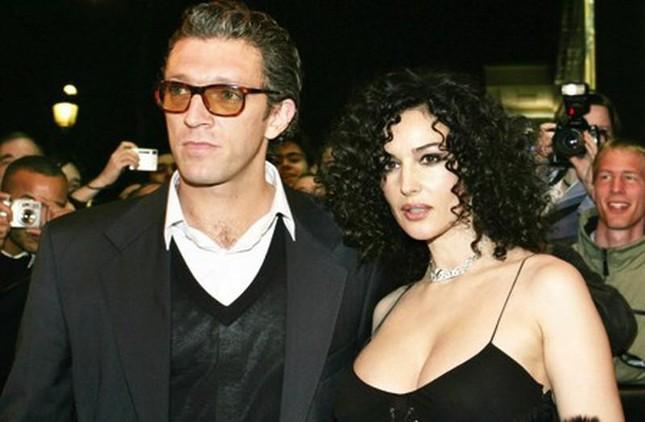 Tài tử Vincen Cassel đi biển với vợ người mẫu kém 30 tuổi ảnh 7